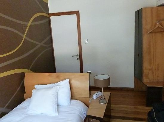 Hotel Latitud 33 Sur : Hacia la entrada de la habitación