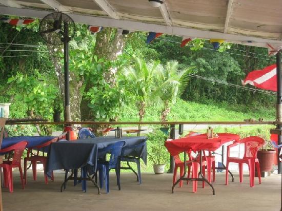 Octopus Garden Restaurant : Outdoor Seating
