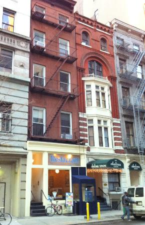 Chelsea Inn - 17th Street: From outside.