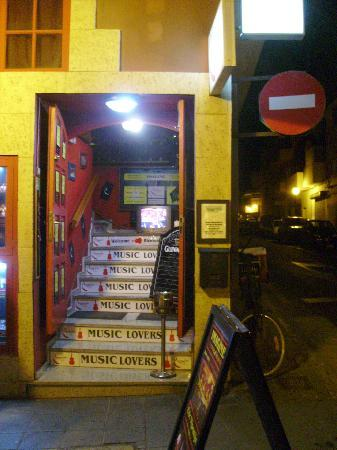 Imagine Live Music Bar: Eingang zur Bar