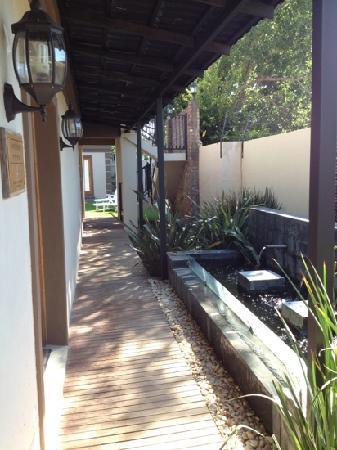 Boa Vida Guesthouse: koi pond