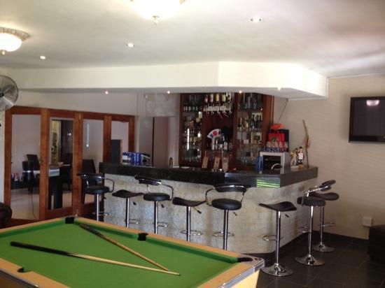 Boa Vida Guesthouse: bar area
