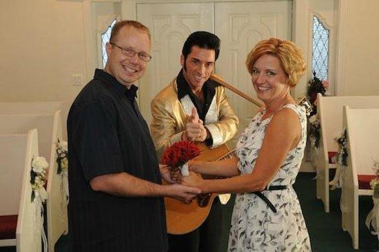 Cupids Wedding Chapel Us Wit Elvis At In Las Vegas