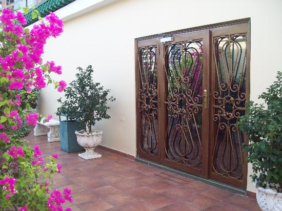 Toscana Inn Hotel: terrace