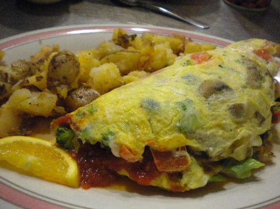 Augie's Omelette & Waffle : Primavera Omelette