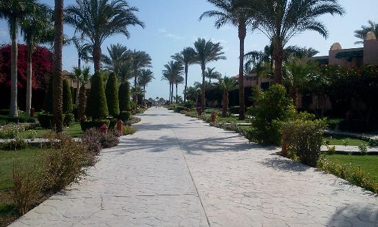 Ali Baba Palace: Walkway to beach
