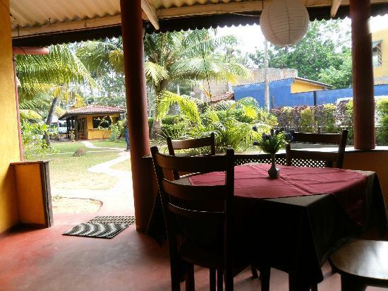 Seaview Deepal Villa: restaurante desayuno