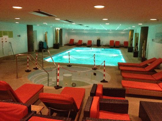 Vienna Marriott Hotel : Der enge, kalte, halb gesperrte Poolbereich