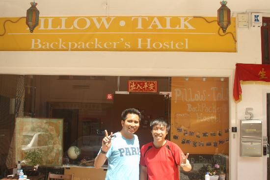 Pillow.Talk Backpacker's Hostel: with pillow talk guy Vicente