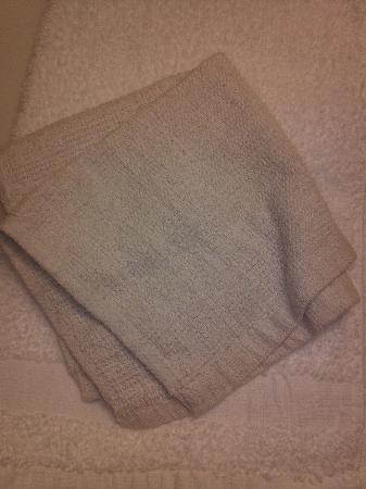 Motel 6 Williamsburg : Wash cloth was Motel 6, bottom cloth not