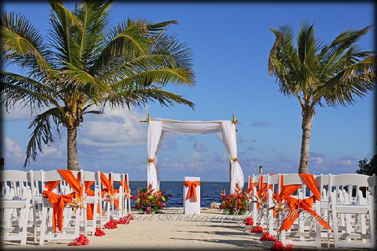 Coconut Cove Resort and Marina: Great place for a beach wedding