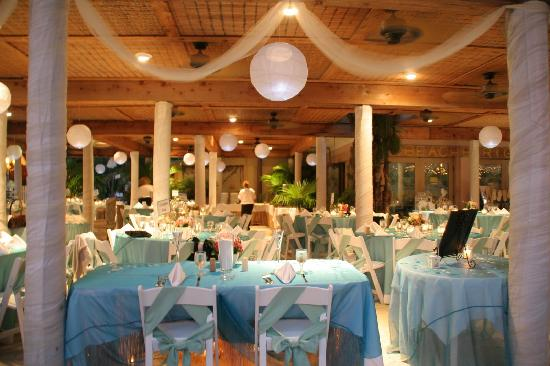 Coconut Cove Resort and Marina: Reception area for Beach weddings
