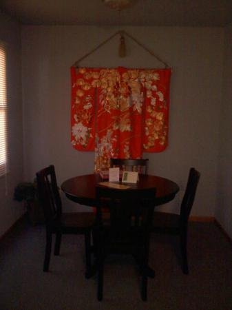 The Willows: Dining Area of Zen Room