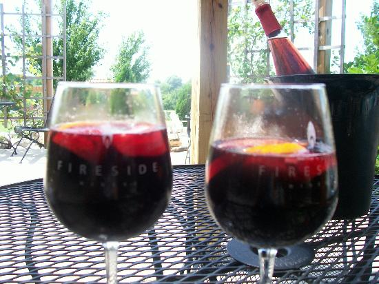 Fireside Winery: nice glass of wine on the patio