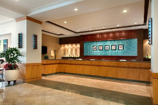 Ilikai Hotel & Luxury Suites: Front Desk at Ilikai Hotel