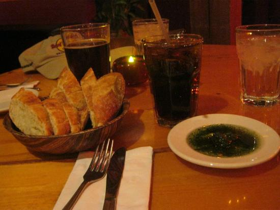 City Cafe : Bread with garlic pesto drizzled in olive oil