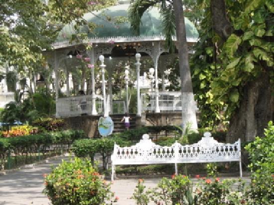 Hotel Hospedajes del Rey: Bandshell at Plaza de Libertad
