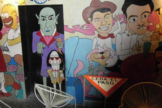 Casa Pompidou: Arte en los muros: Drácula, Saw,  Cantinflas, Cucho y otros