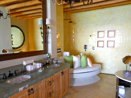 The Resort at Pedregal: Bath with rain shower and soaking tub