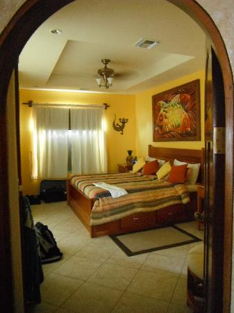 Grand Caribe Belize Resort and Condominiums: Master bedroom(window looks out on the ocean)