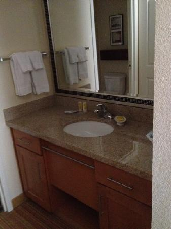 Residence Inn San Antonio Six Flags® at The RIM: Vanity area
