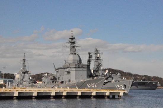 Verny Park: ヴェルニー公園から見える軍艦