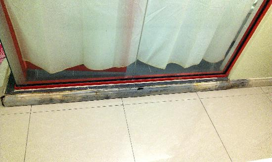 Best View Hotel Petaling Jaya-SS2: Damaged skirting  - yuk