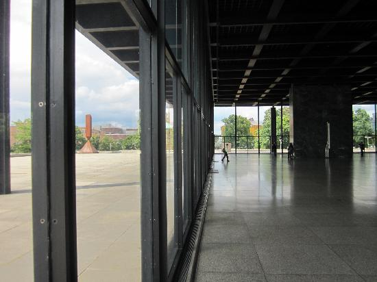innen au en picture of new national gallery neue nationalgalerie berlin tripadvisor. Black Bedroom Furniture Sets. Home Design Ideas
