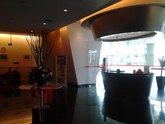 HARRIS Hotel & Conventions Kelapa Gading: reception