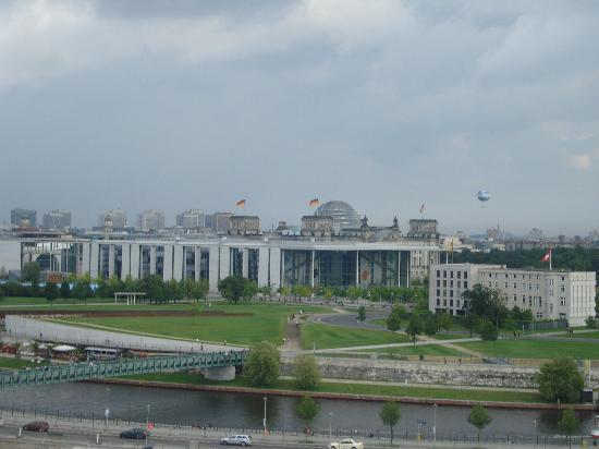 MEININGER Hotel Berlin Hauptbahnhof : View from the terrace on the 9th floor
