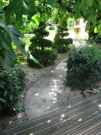 Hotel Sous les Figuiers: Gardens