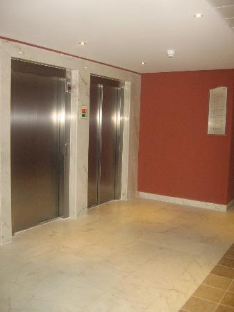 Monte Gordo Hotel Apartamentos & Spa: Elevator