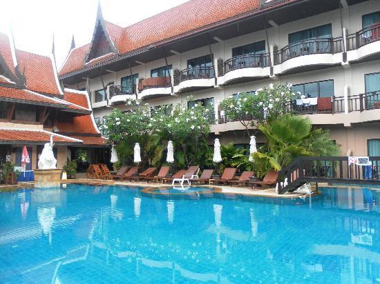 Nipa Resort: Main pool