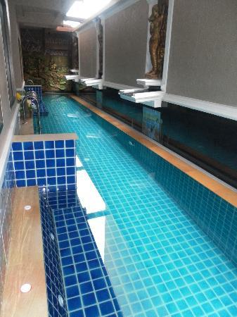 Nipa Resort: private pool access with spa bench.