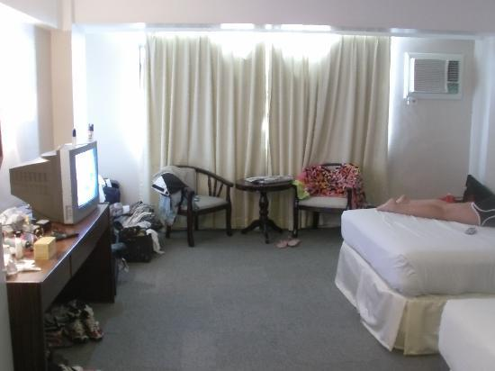 The Cebu Grand Hotel: spacious /clean rooms for 50$