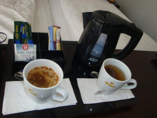 Astor & Aparthotel Köln: Wasserkocher im Zimmer