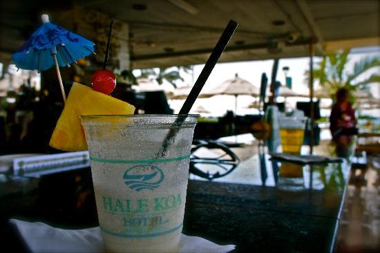 Hale Koa Hotel: Don't hesitate to visit Hale Koa's Beach Bar!