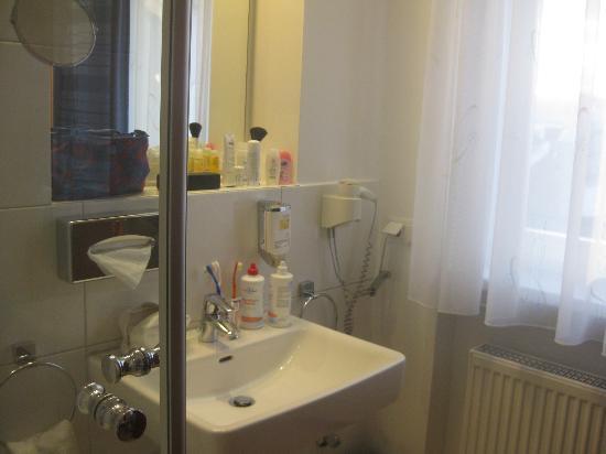 Bayrischer Hof: Badezimmer