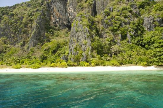 Puerto Del Sol Resort Hotel and Dive Center Coron: Coron Island tour by boat - Kayangan lake
