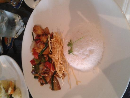The Living Room Cafe & Lounge : Chicken with cashew nuts