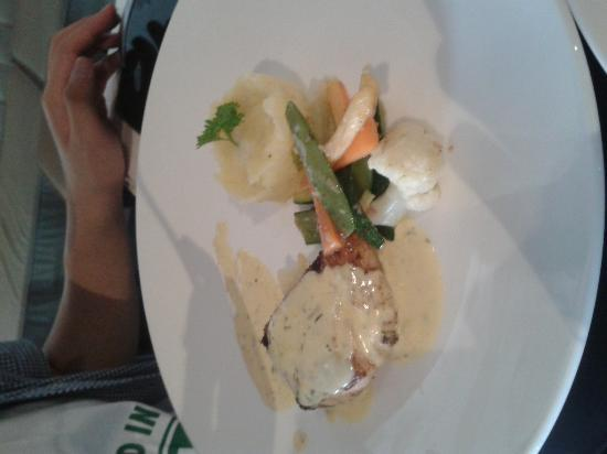 The Living Room Cafe & Lounge : Fish with mashed potato