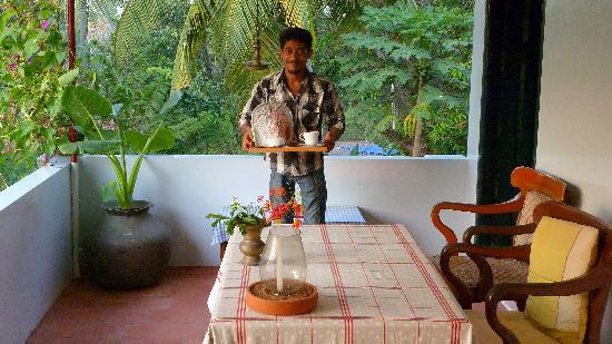 Villa Jacaranda: My friend Pramod serving the breakfast