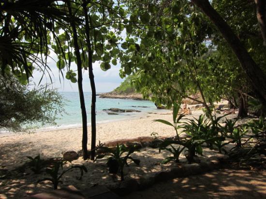 Ao Nuan Bungalows: Ao Nuan beach from the beach-side dining seating area