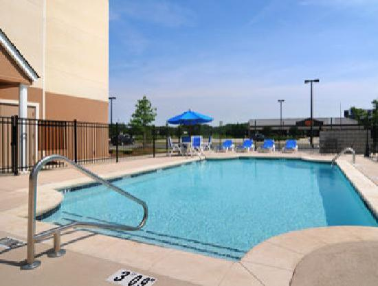 Microtel Inn & Suites by Wyndham Perry: Enjoy our outdoor pool!
