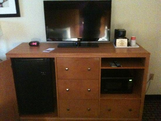 Ramada Marquette: Nic TV with refrigerator and Microwave