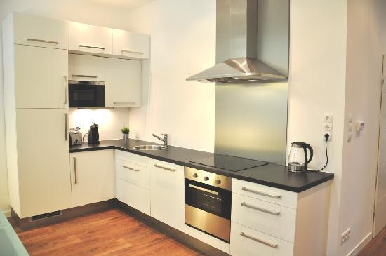 Bluedanube Apartments: Kitchen