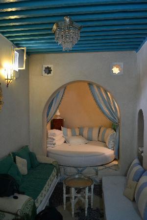 MAISON HASSANI: Dormitorio