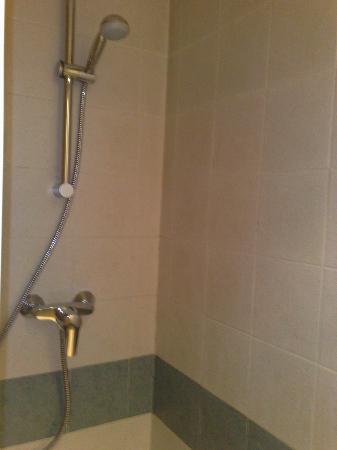 Arcadie Montparnasse: doccia