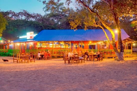 Father Rooster Beachfront Bar & Grill: Beachfront, on the sand dining in a 90-year old farm house