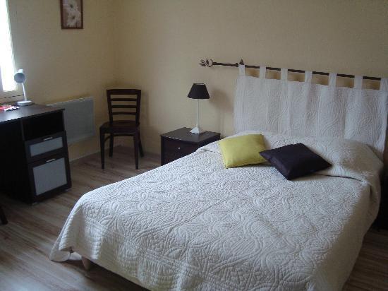 Hotel Le Cheval Rouge: notre chambre au calme dans une annexe